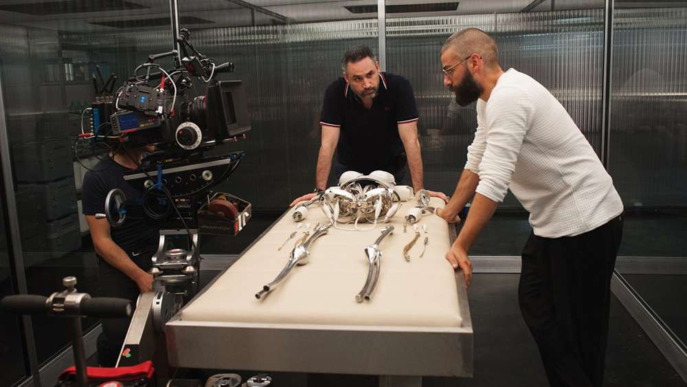 "Alex Garland directing ""Ex Machina"""